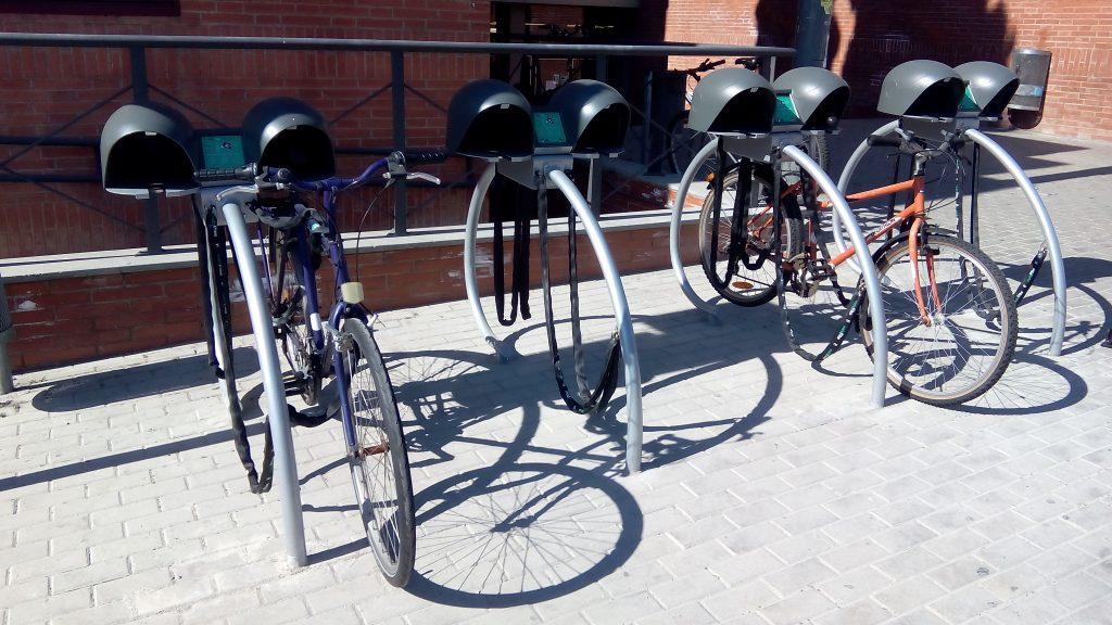 aparcament segur bicicleta vadebike facultat economia i empresa