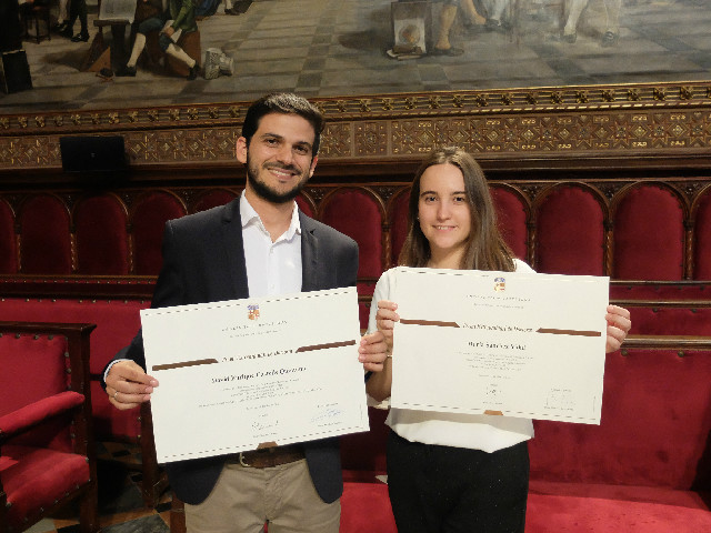 David Castells-Quintana and Maria Sánchez Vidal receive the UB Extraordinary Doctoral Prize. / GX