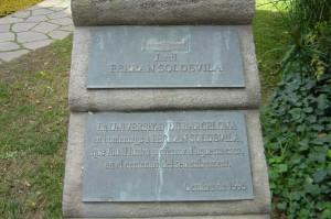 Placa amb el nom del jardí Ferran Soldevila