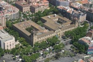 Vista aérea del Edificio Histórico rodeado por el jardín