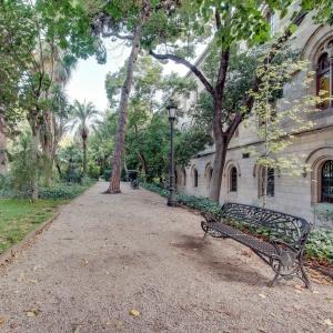 Vista general del jardín, zona de la calle de la Diputació