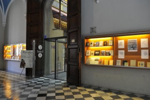 Entrada a la Biblioteca de Letras