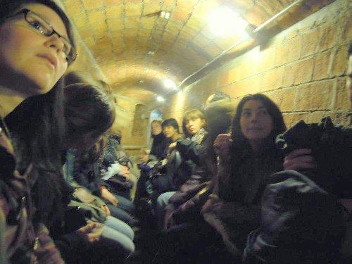 Els estudiants de la Borsa a l'interior del refugi de Diamant