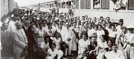 Foto realizada en Alejandría del Crucero universitario por el Mediterráneo de 1933 a la que acudieron muchas de las estudiantes que posteriormente se convertirían en conservadoras de museos. Foto que Mª Luisa Herrera Oliveros Rives dejó fotografiar a Margarita Díaz-Andreu