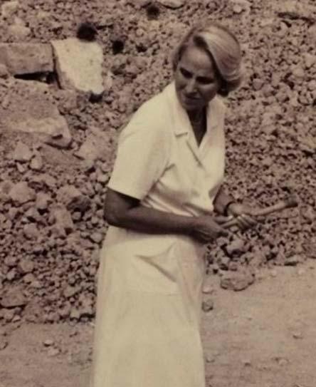 María Ángeles Mezquíriz Irujo en la  villa romana de San Esteban (Falces, Navarra)