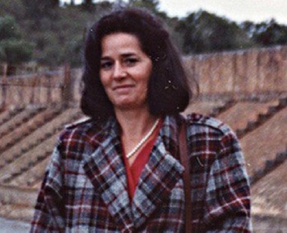 Nieves Sánchez Carrilero excavando en el Llano de la Consolación © Archivo del Museo de Albacete