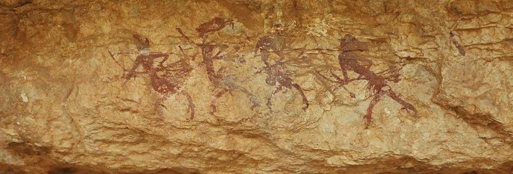 Visitando los paisajes del arte rupestre levantino: magníficas vistas, escenas de baile y peinados excéntricos