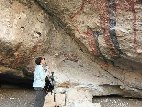 The Artsoundscapes project has five research lines: RL1: Physical acoustics of rock art landscapes; RL2: Psychoacoustics; RL3: Neuropsychology; RL4: Ethnography and ethnohistory; RL5: Sacred soundscapes.