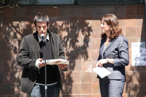 Lliurament d'ensaïmada per la tesi escrita en català