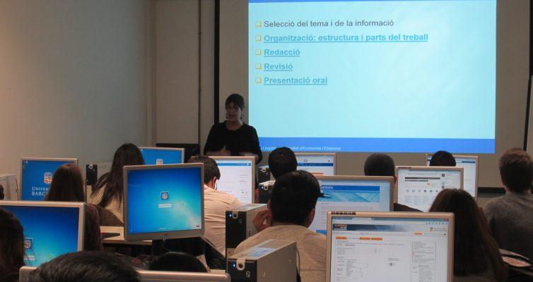 Serveis Lingüístics participa en sessions de formació per redactar TFG i TFM, a la Facultat d'Economia i Empresa