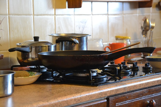 cuina amb utensilis