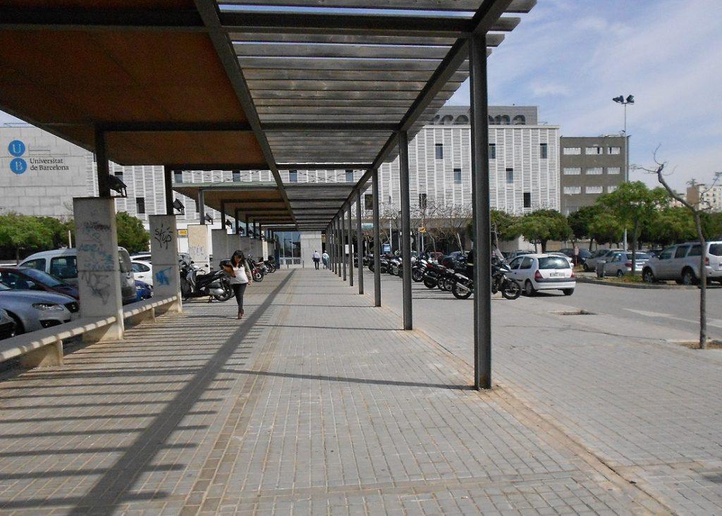 recorregut a peu que connecta la parada de metro Hospital de Bellvitge amb el campus de Ciències de la Salut de Bellvitge