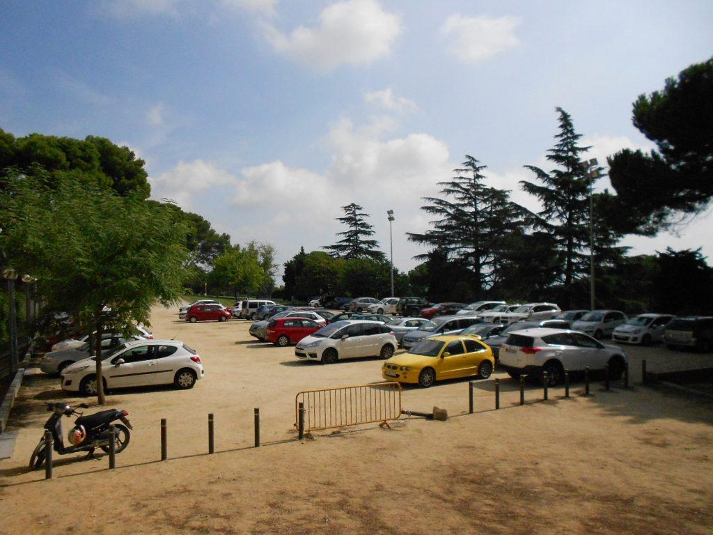 aparcament a l´interior del Campus de Mundet