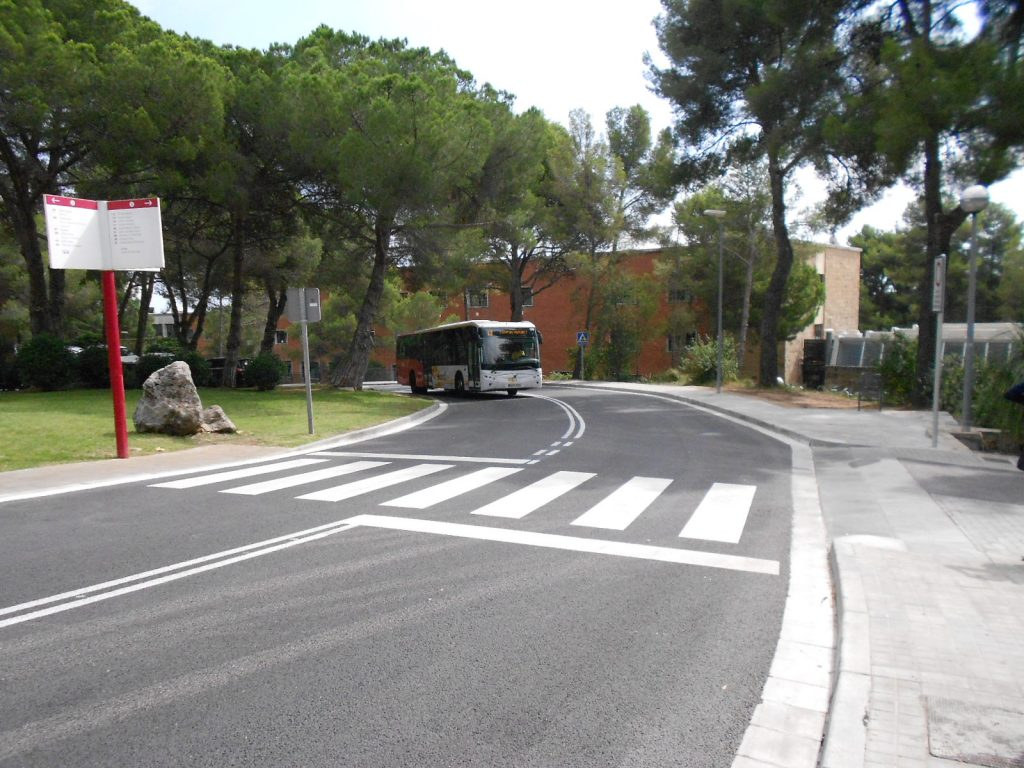 autobus intern al campus de Mundet