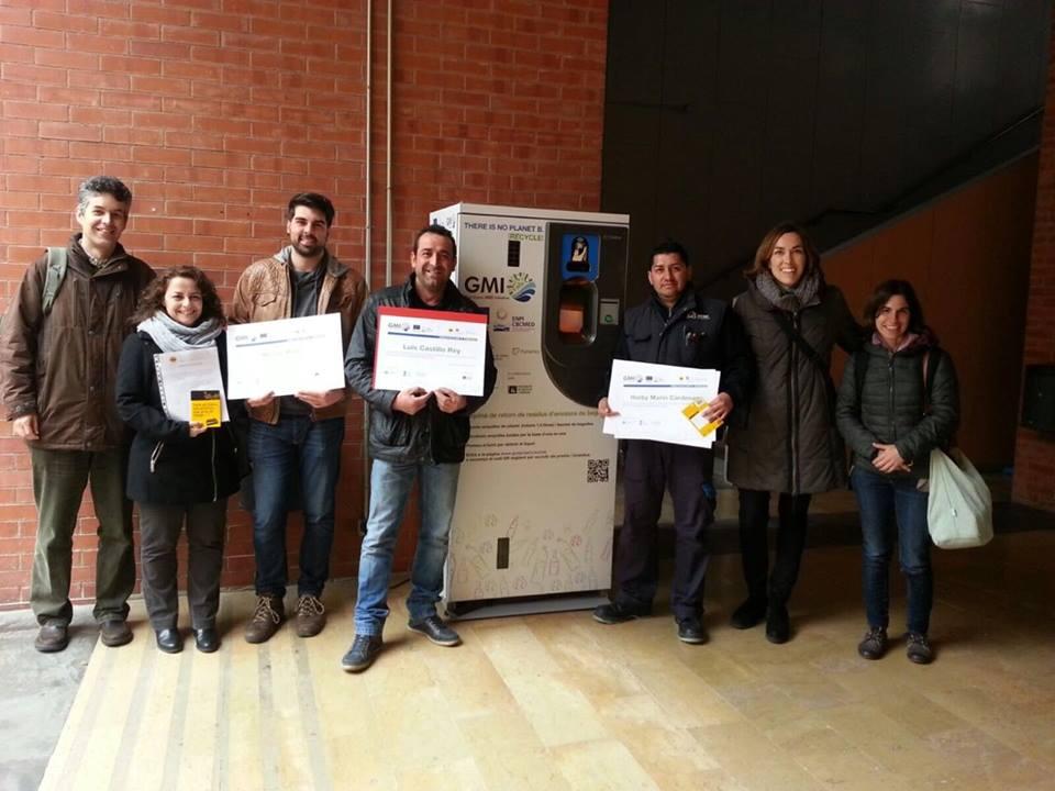 Els guanyadors posen amb els premis GMI