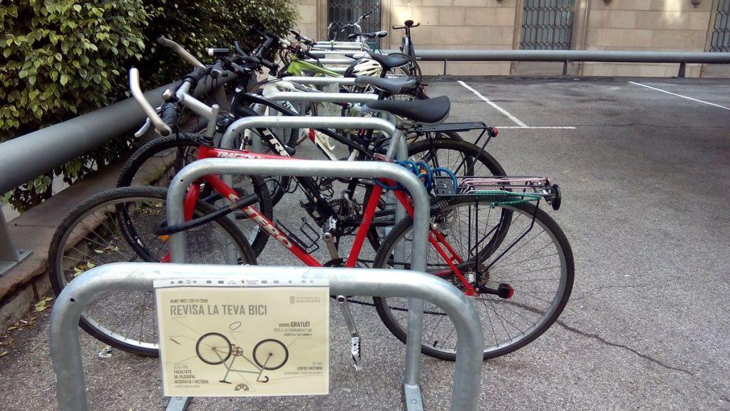 aparcament de bici al edifici historic