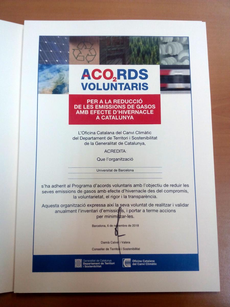 Diploma d adhesio de la universitat de barcelona d´acords voluntaris per a la reducció de emissions de gasos amb efecte hivernacle a catalunya