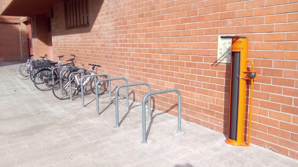 Punt Bici UB d'autoreparació de bicicletes a la Facultat de Biologia
