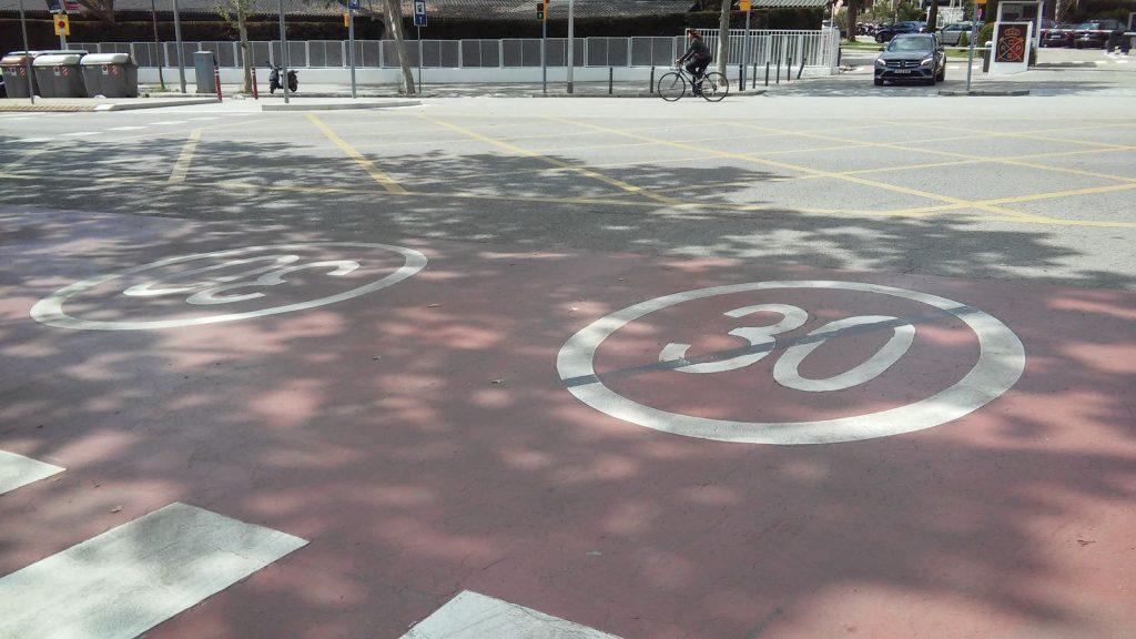 Carrers pacificats al Campus Diagonal.
