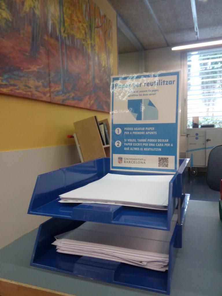 Safates de paper per reutilitzar al CRAI Biblioteca de Física i Química