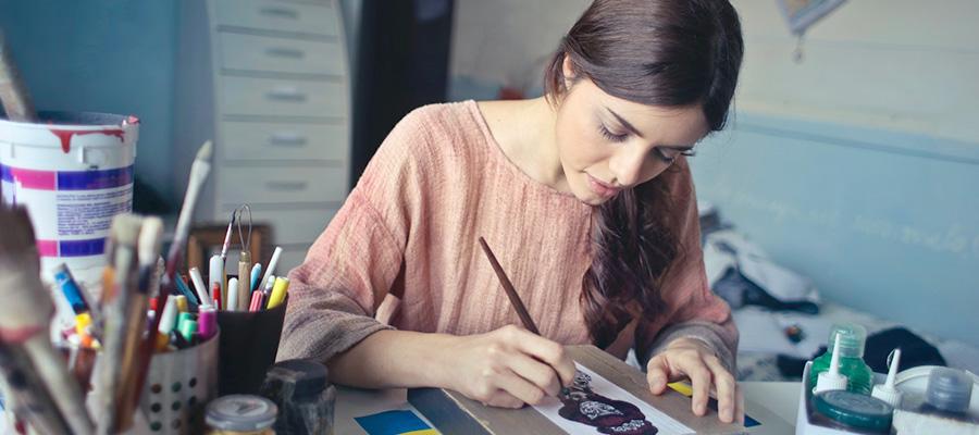 Estudiant dibuixant