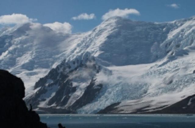 La capa de gel que cobreix l'Antàrtida és un dels millors registres existents per entendre com es va comportar el clima de la Terra en el passat. Foto: Marc Oliva.