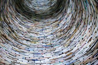 torre circular de llibres