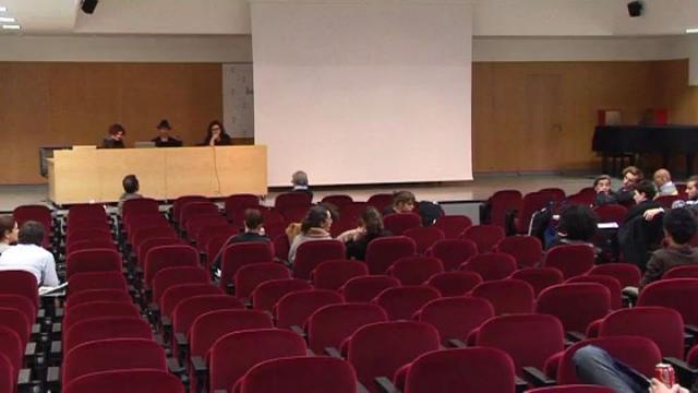 Debate 'Proyectos artísticos relacionados con la tecnología del juego' por Virginia Ruisánchez