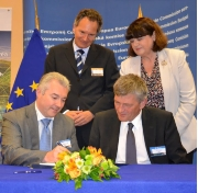 During the signature of the Memorandum of Understanding. (Photo: Veerle Van Kerckhove)