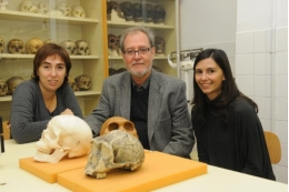The experts Mireia Esparza, Miquel Hernàndez and Neus Martínez-Abadías, from the UB's Anthropology Unit.