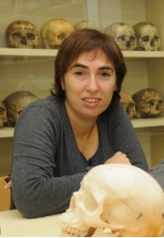 The professor Mireia Esparza, from the Anthropology Section of the Department of Animal Biology of the UB, is one of the researchers who developed the study.