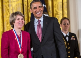 Dr Sallie W. Chisholm and President Barak Obama during the award ceremony of the National Medal of Science in 2013.