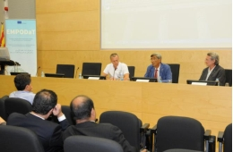 From left to right: Dr Francesc Cardellach, dean of the Faculty of Medicine; Dr Enric Canela, vice-rector for Science Policy, and Dr. Martí Manyalich.