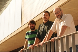 Josep Marco Pallarès, Pablo Ripollés and Antoni Rodríguez Fornells, UB-IDIBELL researchers who led the study, at the Bellvitge Health Sciences Campus.