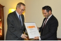 Guillem Pastor, Applus+ delegate in Catalonia, gives the certificate to the Rector of the UB.- The Area of Further Training of the UB receives the  ISO 9001 quality management certification for its training activities