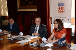 The director of the UB Solidarity Foundation, Xavier López, the rector of the University of Barcelona, Dídac Ramírez, and the student Shifa Mathbout.