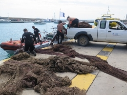 The net taken from the sea bed was used in bottom-trawling and has a length of 200 metres.