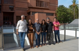From left to right, the experts Miquel A. Arnedo, Cristina Frías, Julio Rozas, Sara Guirao, Alejandro Sánchez and José Francisco Sánchez in the Faculty of Biology of the UB.