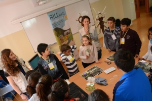The students joined several workshops related to water, four of them organized by researchers of the Water Research Institute (IdRA).