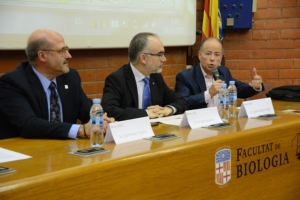 From left to right, Domènec Espriu, Arcadi Navarro and Javier Martín-Vide, starting the conference.