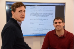 From letf to rigtht, the experts Antonio Monleón-Getino (Faculty of Biology, University of Barcelona) and Daniel Ríos (Sales Upper Secondary School in Viladecans).