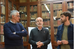 Picture from the presentation of the poster, in the room Ramón y Cajal of the Historical Building.