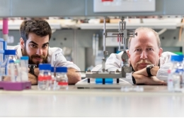 From left to right, the researchers Arnau Hervera and José Antonio del Río.