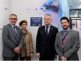 From left to right, Albert Martínez Lacambra, general manafer of Agbar, the painter artista Kelly Arrontes, the rector of the UB, Joan Elias, and the director of PCB, Ignasi Belda.