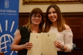 Elena Musa, from Institut Santa Eulàlia de l'Hospitalet, winner of the thirteenth edition of the award, with her tutor.- A research project on the right to education in refugee camps in Jordan receives the 13th Research Award for Peace of the UB